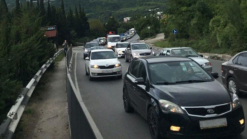 Водители, будьте особенно внимательны в условиях сильной загруженности автодорог!