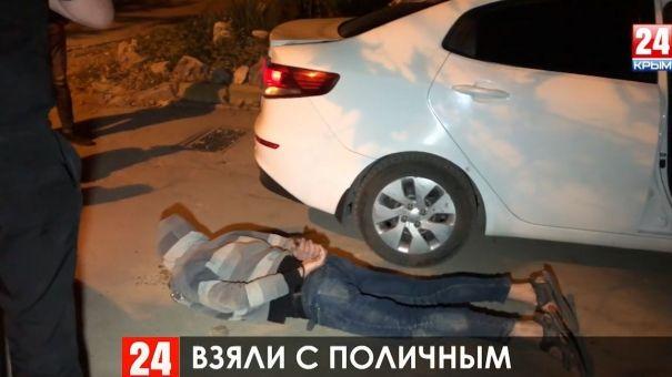 Сотрудники ФСБ по Крыму задержали этническую преступную группу за вымогательство