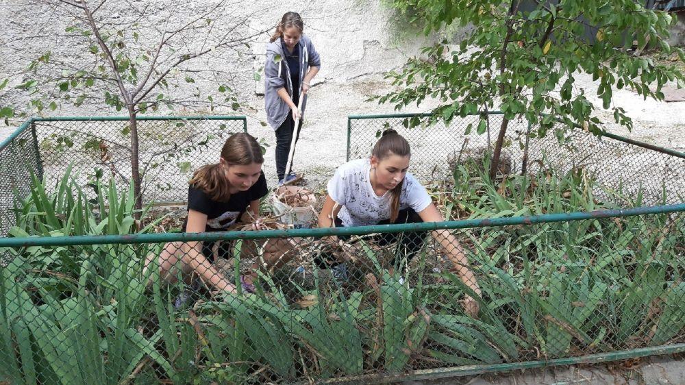 Ялтинские школьники и педагоги присоединились к Всероссийскому субботнику