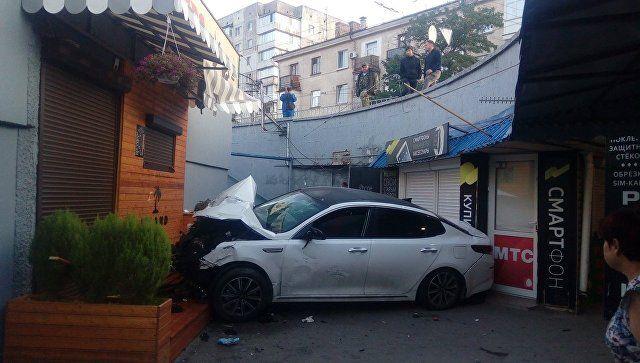 Смертельное ДТП в Симферополе: машина упала в подземный переход