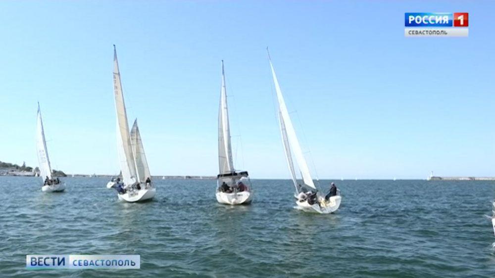 В Севастопольской бухте начался фестиваль парусного спорта