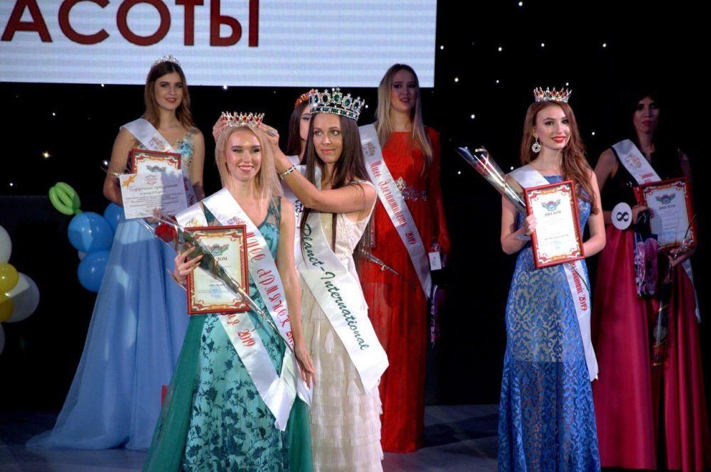 Первую красавицу выбрали на конкурсе в Армянске