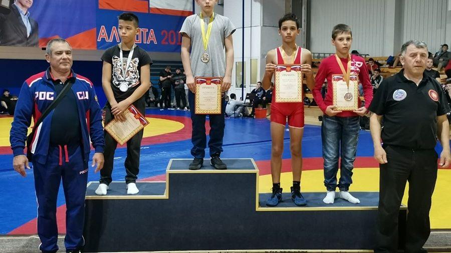 В Алуште определились победители и призеры первенство Крыма по вольной борьбе среди мальчиков 12-13 лет