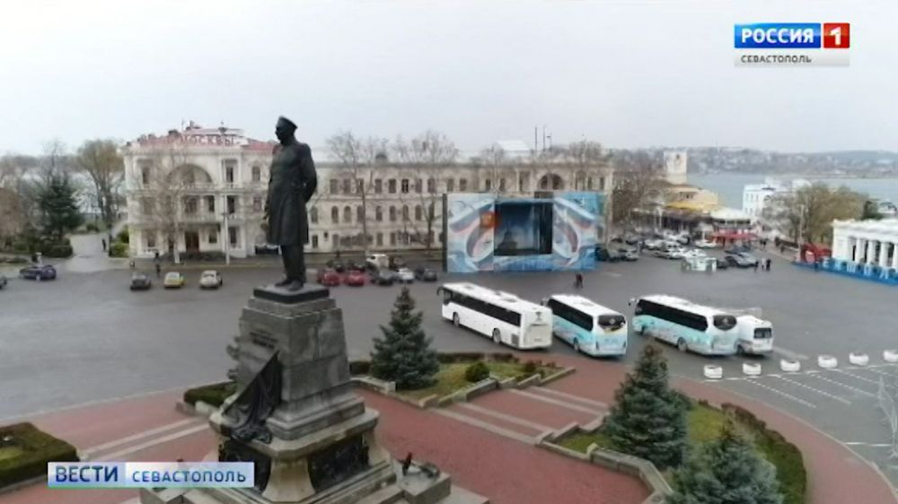 До 10 октября запретят парковаться на площади Нахимова