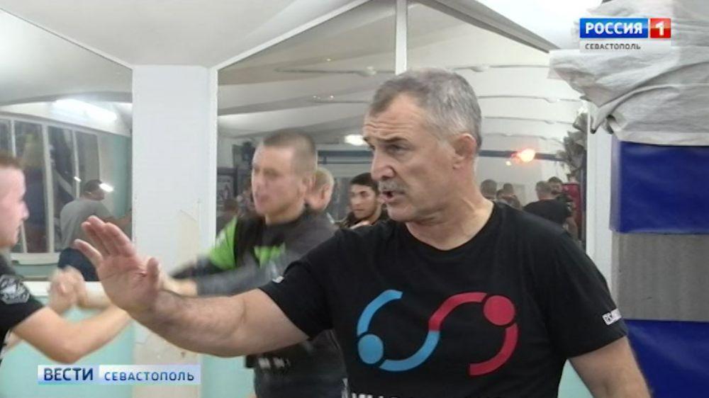 Чемпион мира поделился с самбистами Севастополя секретами своих побед