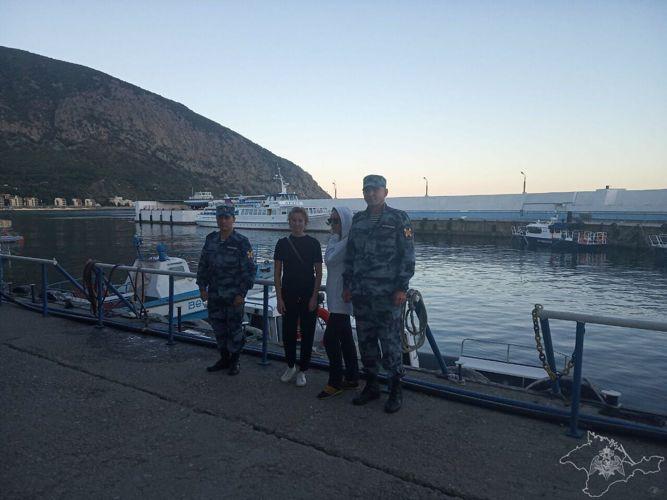 Крымские росгвардейцы помогли найти дорогу заблудившимся в горах туристкам из Екатеринбурга