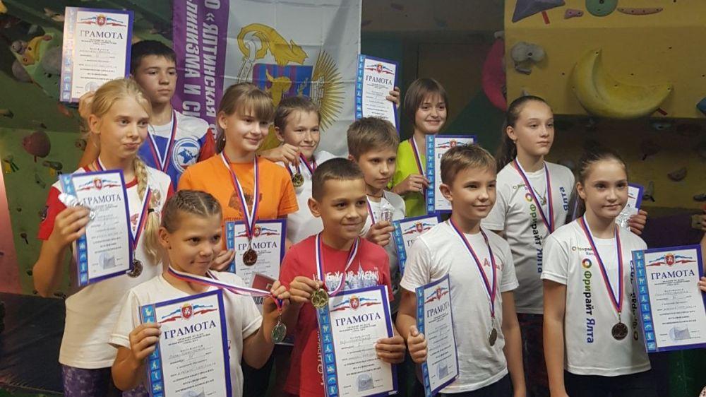 В Ялте состоялся открытый Кубок города по скалолазанию, посвященный памяти друзей