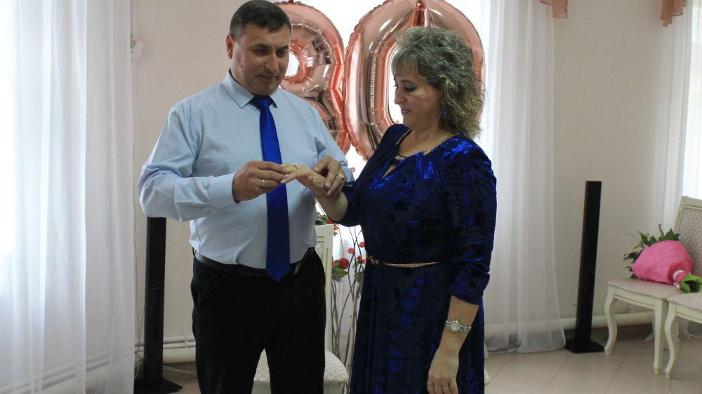 Отдел регистрации брака города Симферополя и Керченский городской отдел ЗАГС провели семейные праздники крымчан