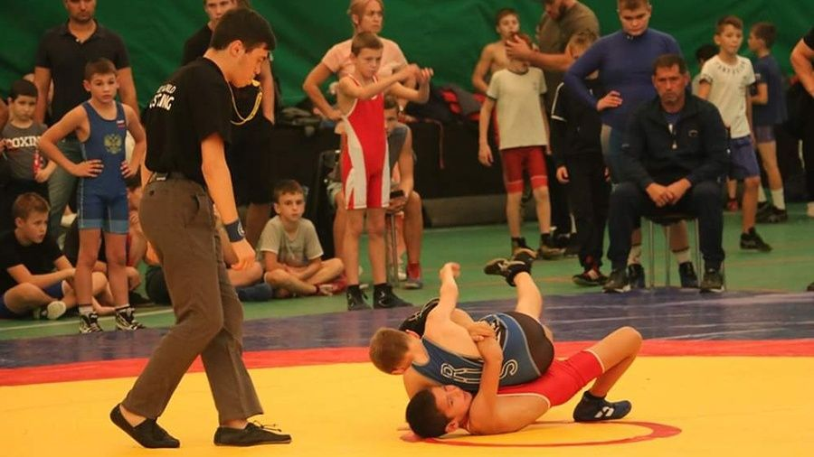 Всероссийский борцовский турнир в Керчи собрал 222 участника
