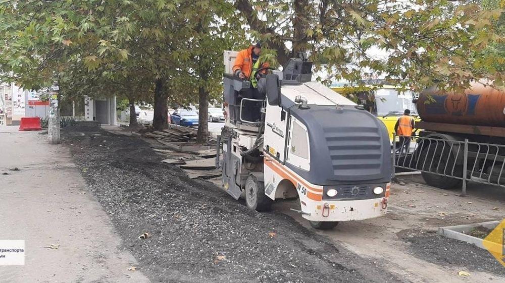 Продолжается ремонт дороги в Симферополе по улице Гагарина