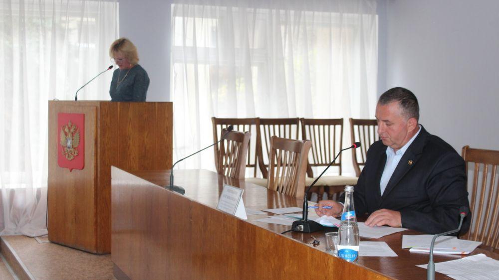 Олег Водопьянов провел второе пленарное заседание 1 сессии 2 созыва Ленинского районного совета