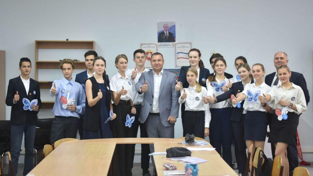 Сергей Зырянов провел Урок цифры в Симферопольской академической гимназии