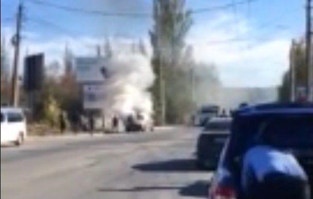 В Симферополе на дороге загорелось авто