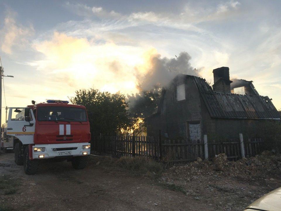 Пять единиц техники и 14 человек тушили пожар в СНТ «Скиф»