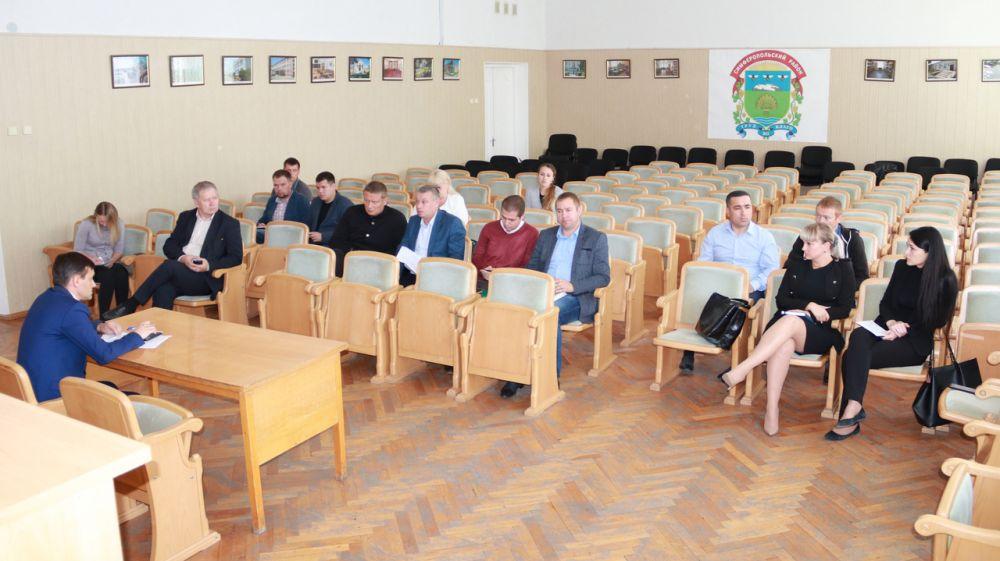 Госкомрегистр и администрация Симферопольского района усиливают взаимодействие по вопросам оформления дорог в поселениях муниципального образования