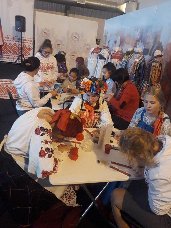 Школьница из Евпатории представила Крым на фестивале «Наследники традиций»