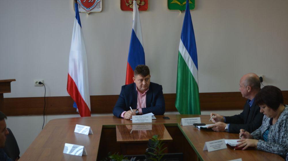 Айдер Типпа провел аппаратное совещание с руководителями структурных подразделений и служб района