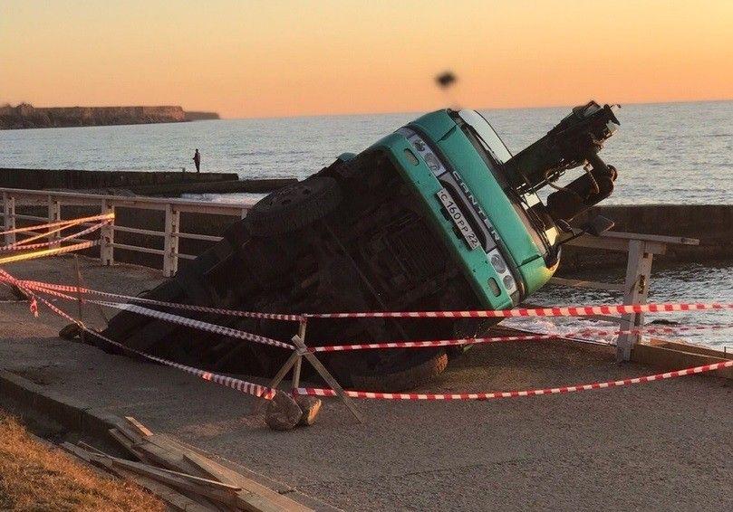 В Андреевке грузовик провалился под землю