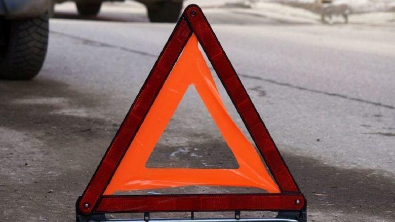 В Симферополе автомобиль сбил перебегавшую дорогу девочку