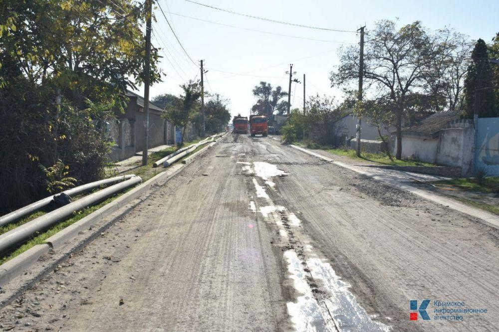 В Оленевке дорогу вдоль центральной улицы отремонтируют к лету 2020 года