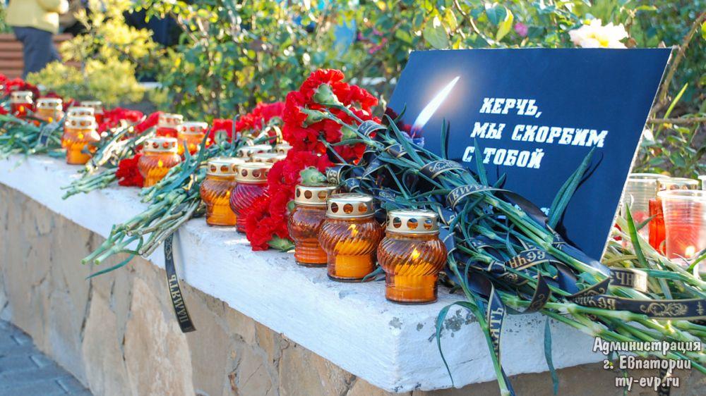 В Евпатории почтили память жертв трагедии в Керченском политехническом колледже