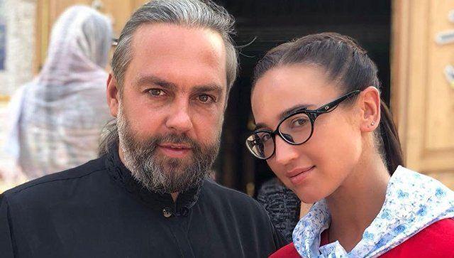 Маски и роли стираются: священник из Крыма о мире эстрады