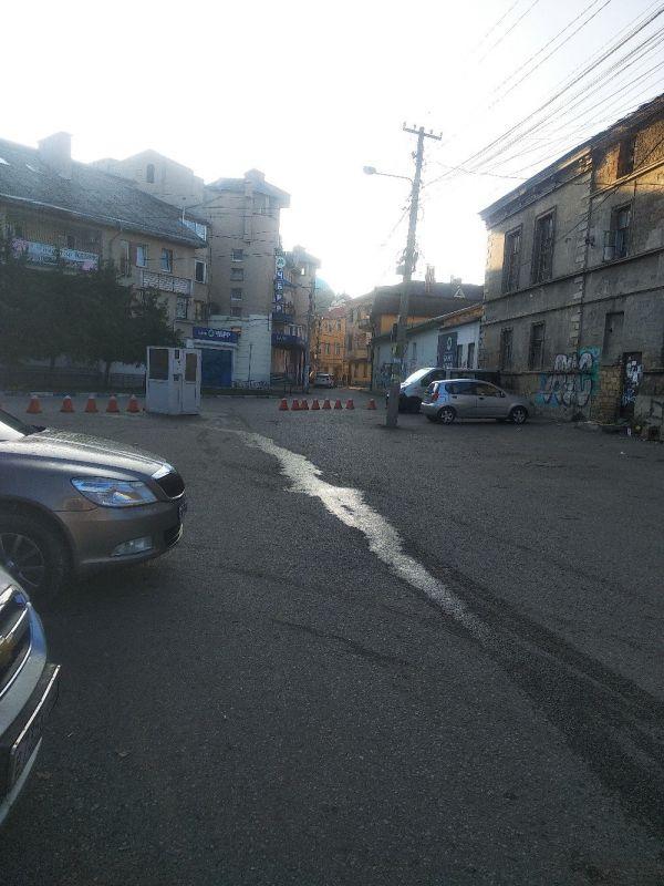 Попытка номер два: в Симферополе за ЦУМом снова оборудовали платную парковку