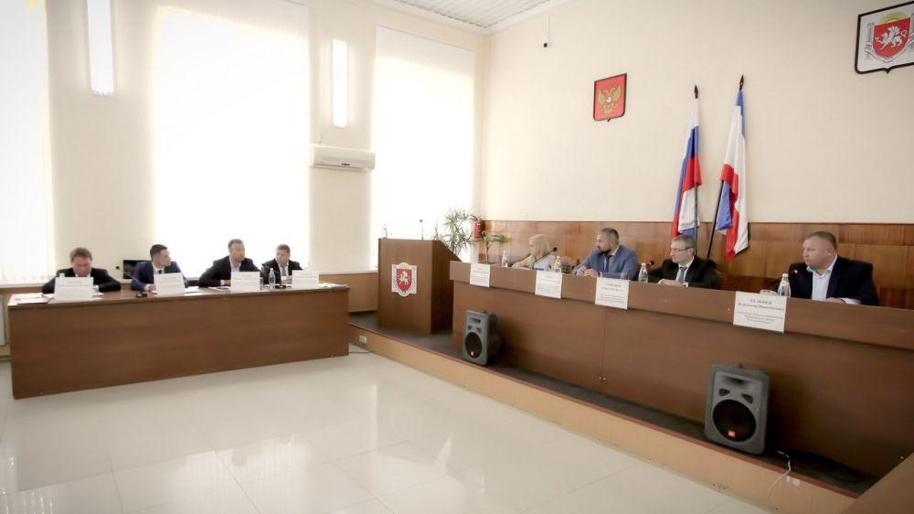 Дмитрий Черняев принял участие в совещании в Черноморском районе
