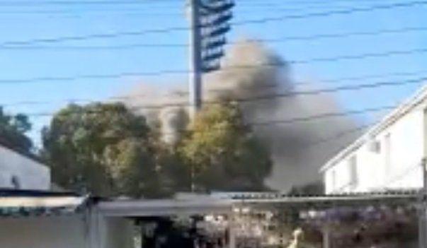 Утром в центре Симферополя произошел пожар: столб дыма поднялся в небо