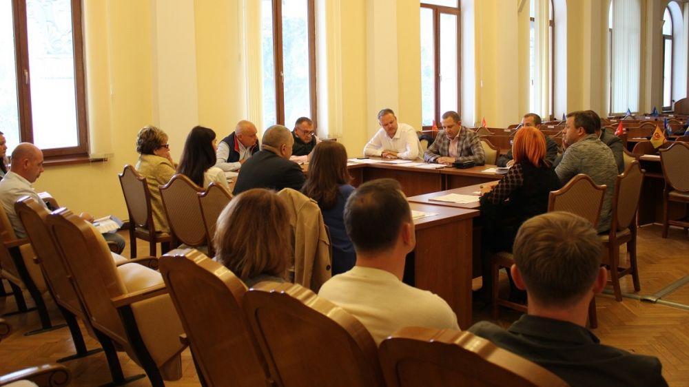 Члены комитета горсовета по имущественным отношениям обсудили вопросы взаимодействия со структурными подразделениями Администрации города