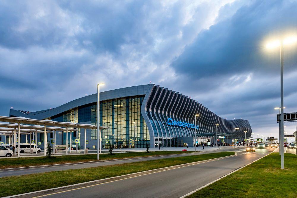 Около 1,5 тыс школьников побывали на экскурсиях в аэропорту Симферополь