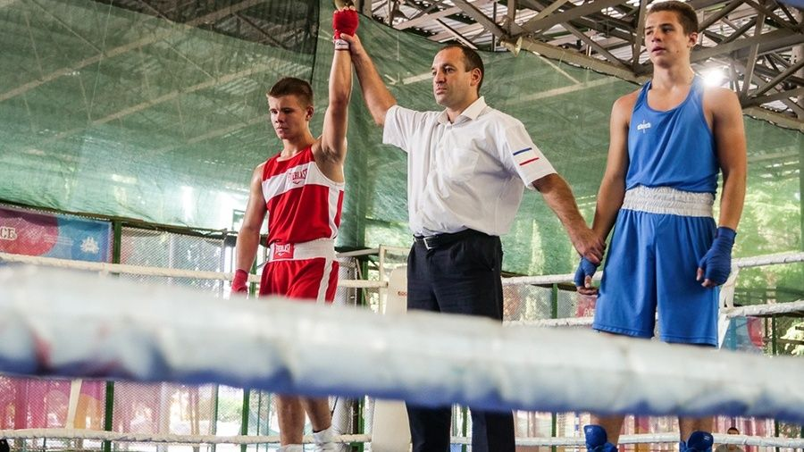 В Алуште состоялась матчевая встреча юношеских сборных России и Крыма по боксу