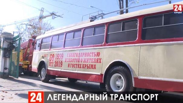 Памятник- троллейбус вернули на пьедестал