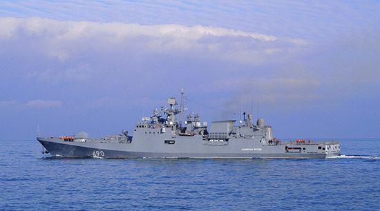 Фрегат ЧФ «Адмирал Эссен» провел в море учения по отражению атаки беспилотников