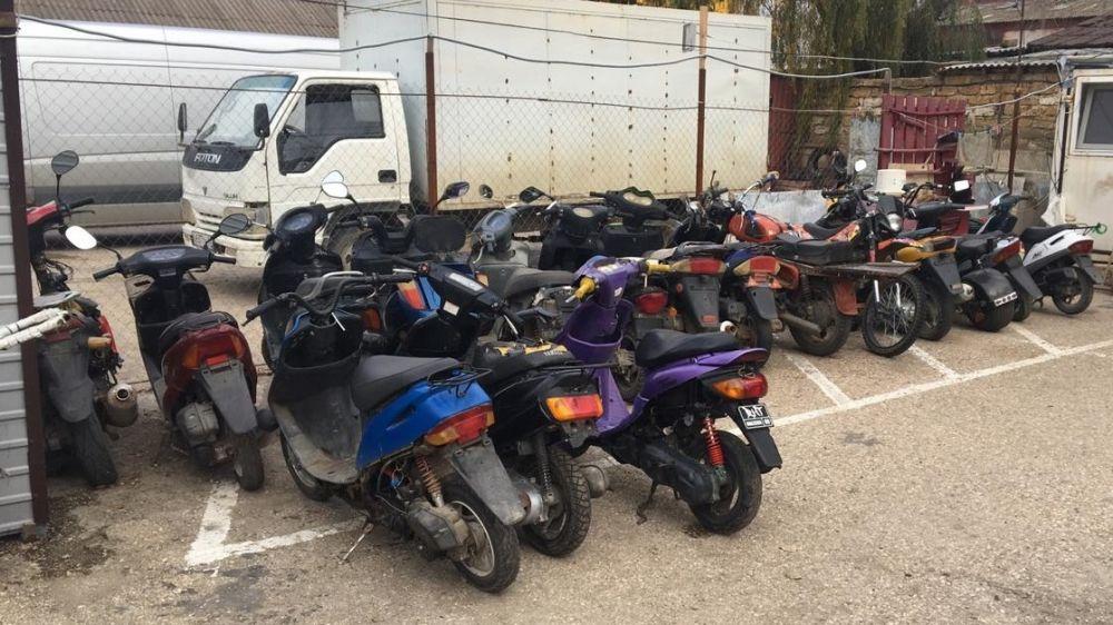 В рамках мероприятий по профилактике правонарушений,снижения аварийности на дорогах,пресечения нарушений ПДД,в том числе на мототранспорте,в г.Саки проведены очередные полицейские рейды.