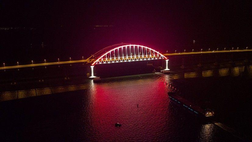 Рабочие протестировали подсветку Крымского моста