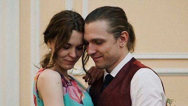 За день до свадьбы: поездку на #Ноябрьфест выиграл московский поэт с невестой