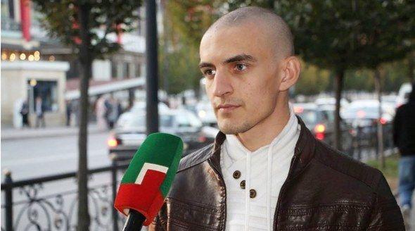 Ударивший в центре Симферополя журналиста мотоциклист принес извинения