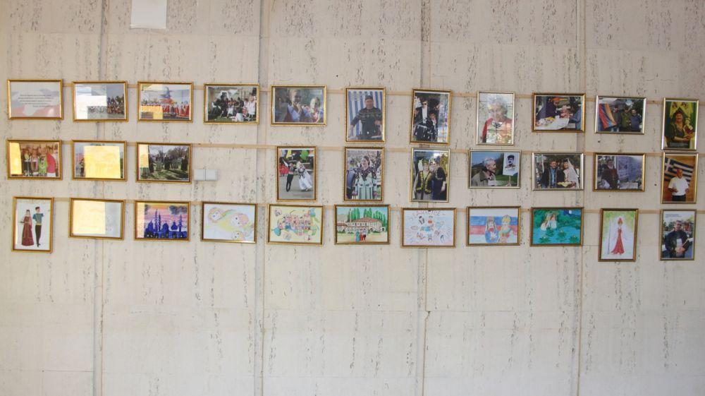 В администрации Бахчисарайского района организована выставка, посвящённая Дню народного единства