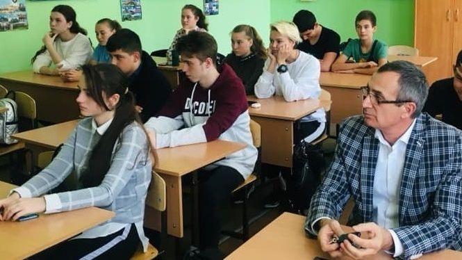 В Алупкинской школе №1 прошёл открытый урок, приуроченный ко Дню народного единства