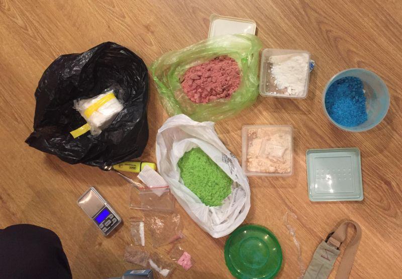 Парень и девушка торговали наркотиками в Симферополе и думали, что им за это ничего не будет