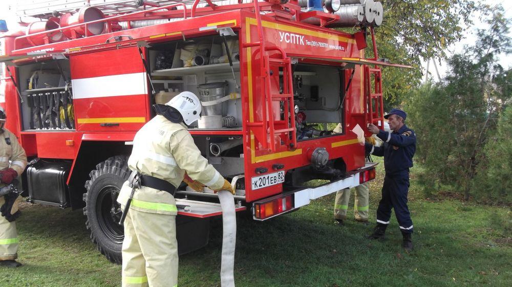 Согласно утвержденному графику сотрудники ГКУ РК «Пожарная охрана Республики Крым» проводят пожарно-тактические занятия в зоне своей ответственности