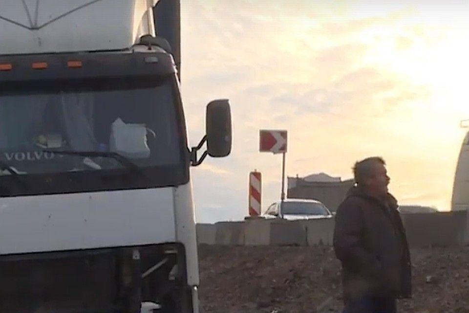 Дальнобойщик из Санкт-Петербурга уже неделю живет на трассе «Таврида»