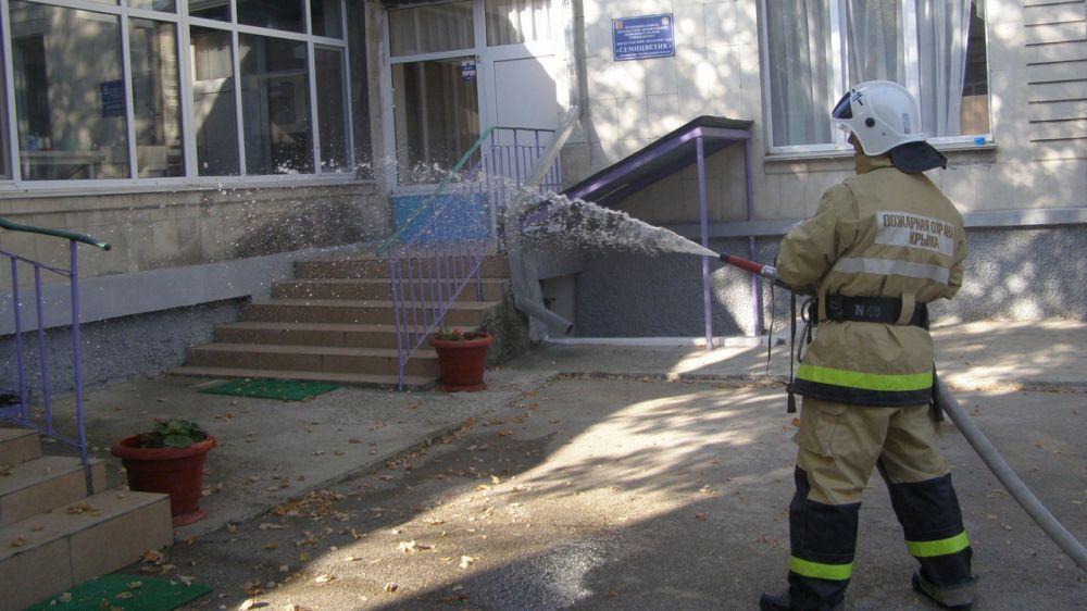 Сотрудники ПЧ 111 п. Щебетовка ГКУ РК «Пожарная охрана Республики Крым» провели тренировку в детском садике