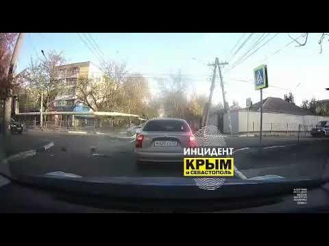 В Симферополе микроавтобус сбил дворника