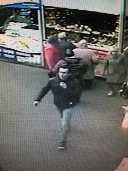Полиция разыскивает мужчину, который напал на офис микрозаймов в Симферополе