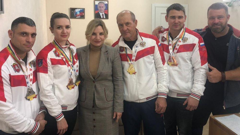 Крымские спортсмены привезли с чемпионата по армреслингу семь медалей