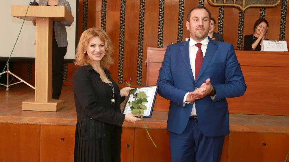 Работа 20 специалистов Госкомрегистра отмечена наградами от руководства республики и ведомства