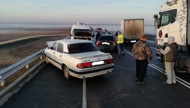 """На """"Тавриде"""" из-за тумана столкнулись пять автомобилей"""