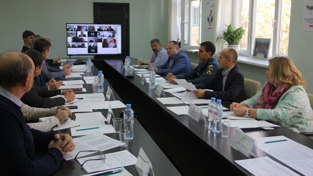 Сергей Шахов: Представители профильных ведомств обсудили возможные вопросы, которые могут возникнуть на автомобильных дорогах при неблагоприятных погодных условиях в зимний период